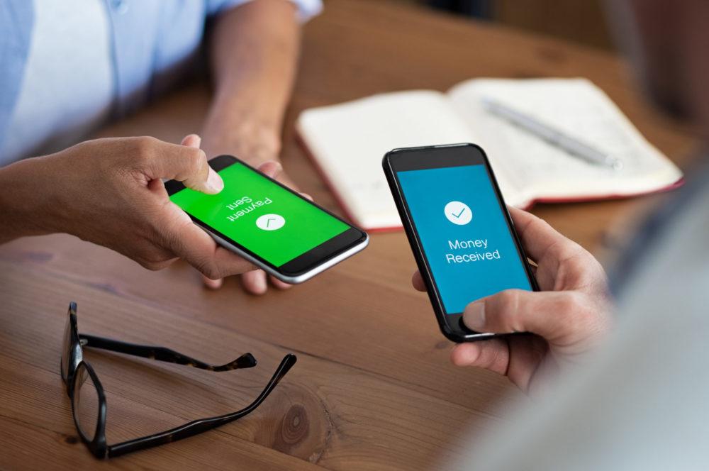 الدفع بالهاتف المحمول لتطوير الدفع الإلكتروني في الجزائر